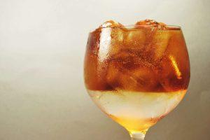 Gin Tonic mit Cold Brew Coffee ist als als Gin Tonic Coffee der Cocktail-Trend 2017. Sagen Frauenmagazine.