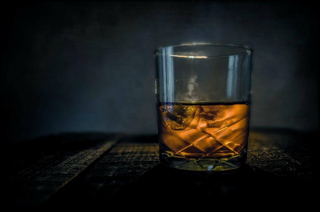 Eis im Whisky - das ist nicht gut für den Geschmack.