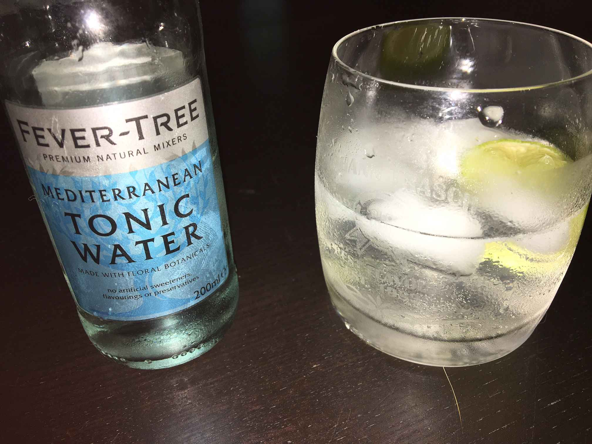 Fever Tree Mediterranean Tonic Water im Gin Tonic.