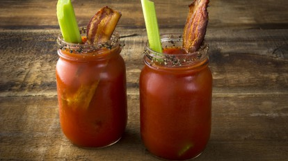 Bloody Mary mit Bacon und Sellerie. Quelle: Fotolia © Jeff