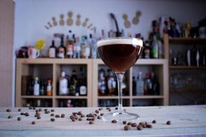 "Ein Espresso Martini - der Cocktail ""to wake you up and fuck you up."""