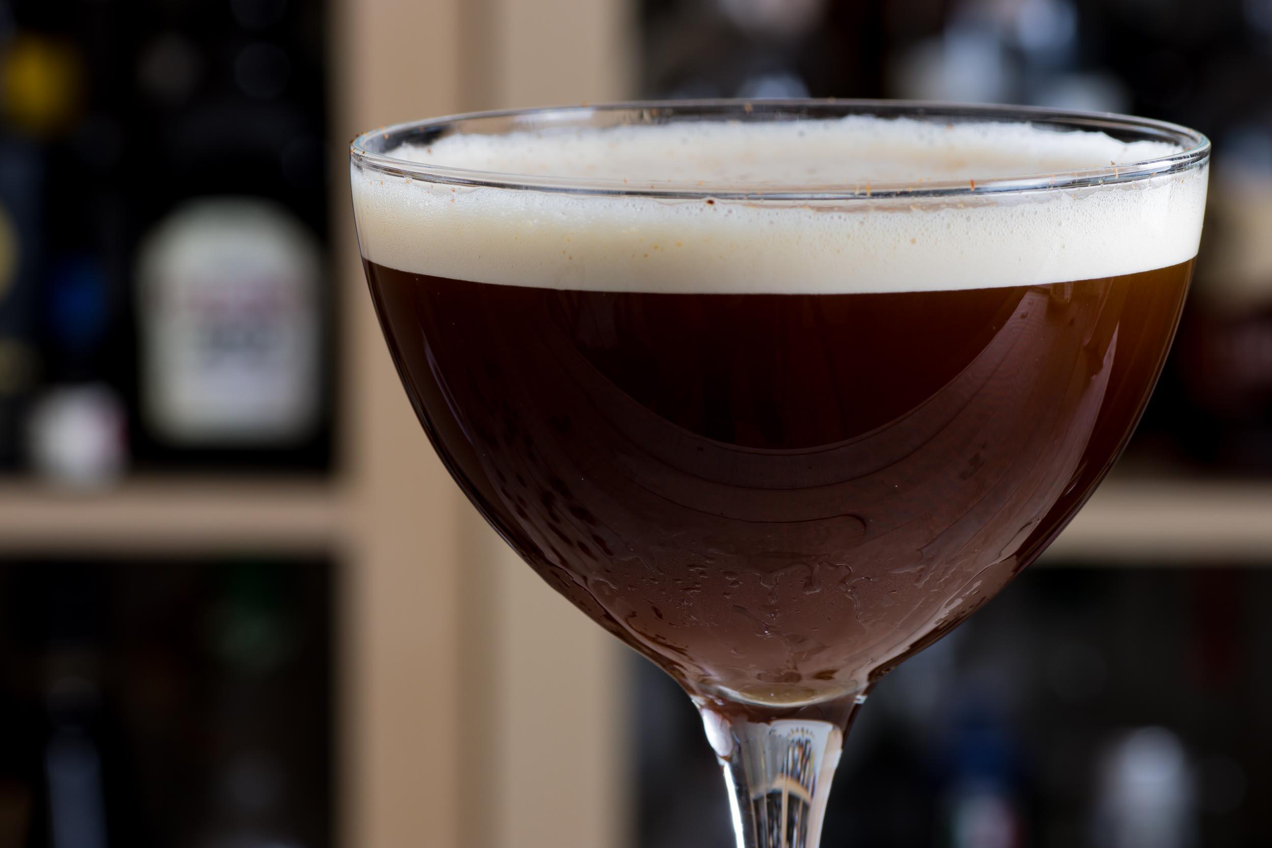 Nur echt mit Schaumkrönchen: der Espresso Martini.