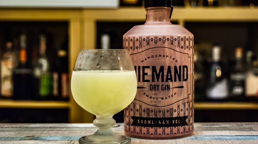 Niemand Dry Gin im Last Word Cocktail mit Limette, Chartreuse und Maraschino.