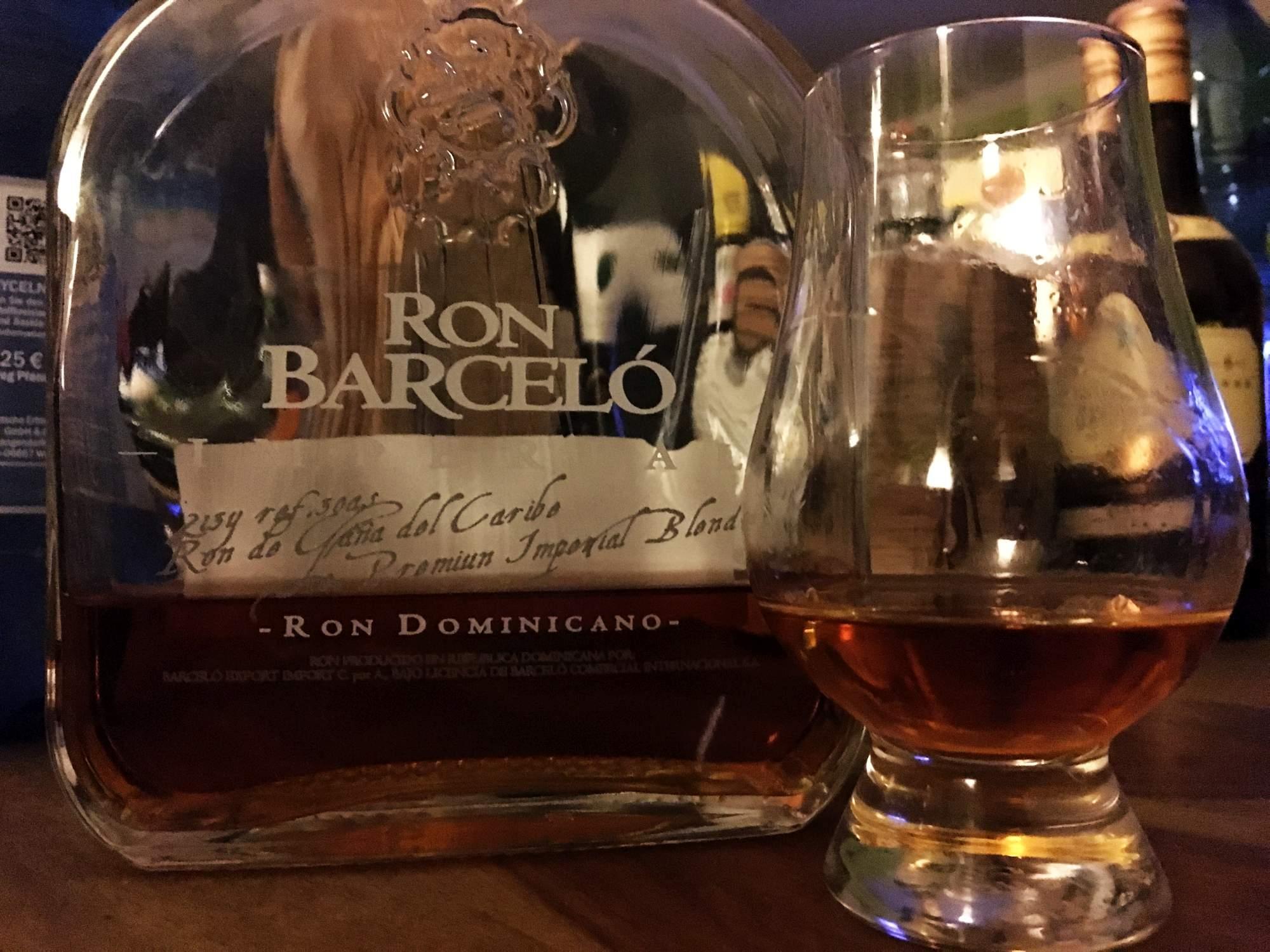 Ron Barceló Imperial im Glencairn-Glas.