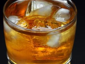 Dirty Old Bastard: Ein Cocktail aus Islay-Whisky, Lapsang Souchong und Chillie. Quelle: Fotolia.com © sattriani
