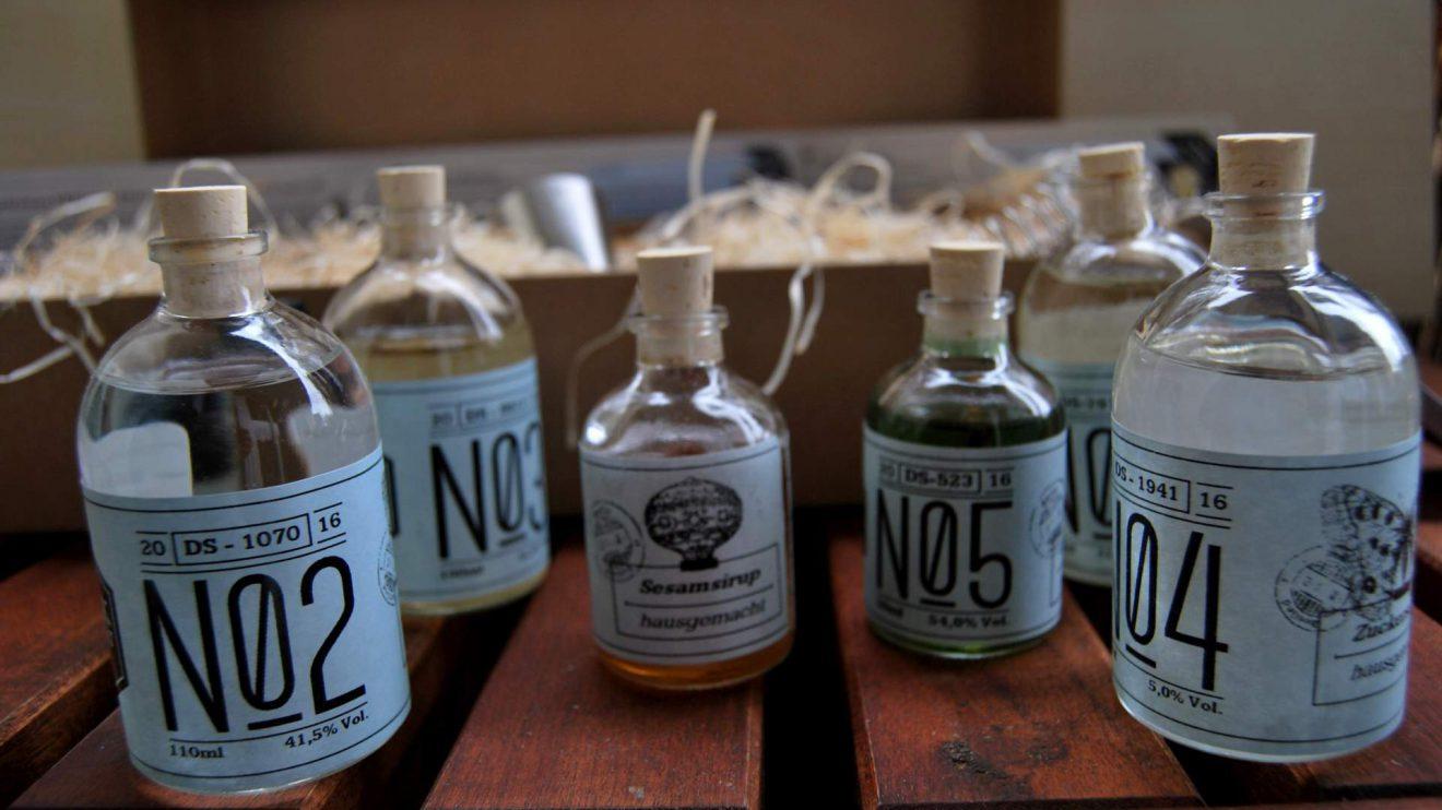 Sehen schick alchemistisch aus: die Fläschchen aus der Drink-Syndikat-Box.