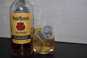 Four Roses Bourbon in einem Old Fashioned Cocktail.