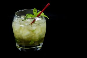 Ein Mint Julep mit Whiskey, Minze und Zuckersirup - sonst nix. Quelle: Fotolia.com © sauseyphotos