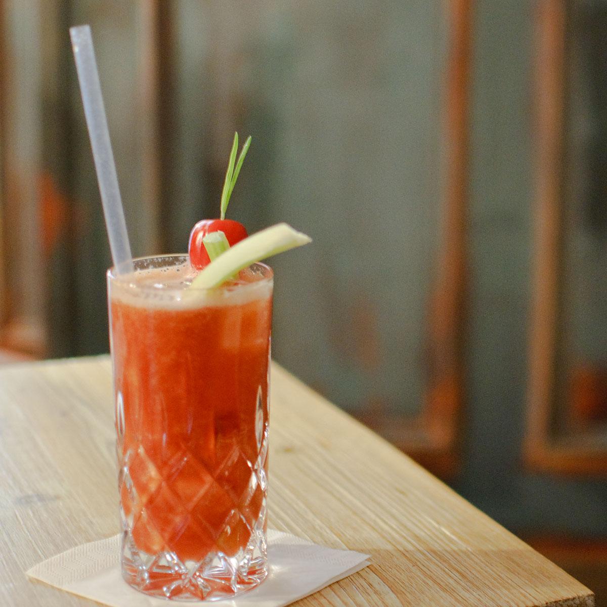 Ein Red Snapper-Cocktail aus dem Marple & Stringer.