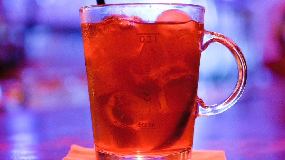 In der Regensburger Wunderbar genehmigen wir uns den Cocktail-Klassiker Pimm's Cup.