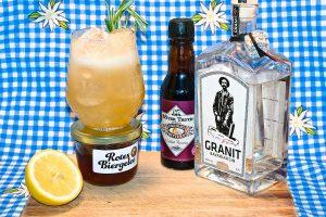 Der Bavarian Sour ist ein Cocktail mit Gin, Biergelee, Zitrone, Romsarin und Chocolate Bitters.