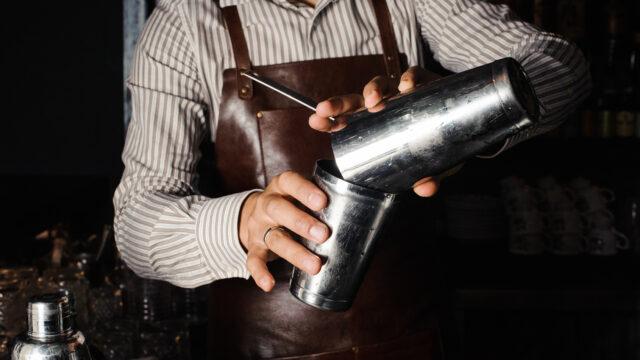 Beim Shaken wird ein Cocktail rapide abgekühlt. Quelle: Fotolia.com © fesenko