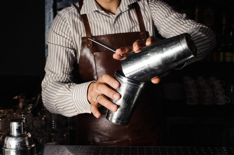 Welcher Cocktail-Shaker ist perfekt für Ihre Ansprüche als Hobby-Bartender zu Hause? Lassen Sie es uns gemeinsam herausfinden. Quelle: Fotolia.com © fesenko