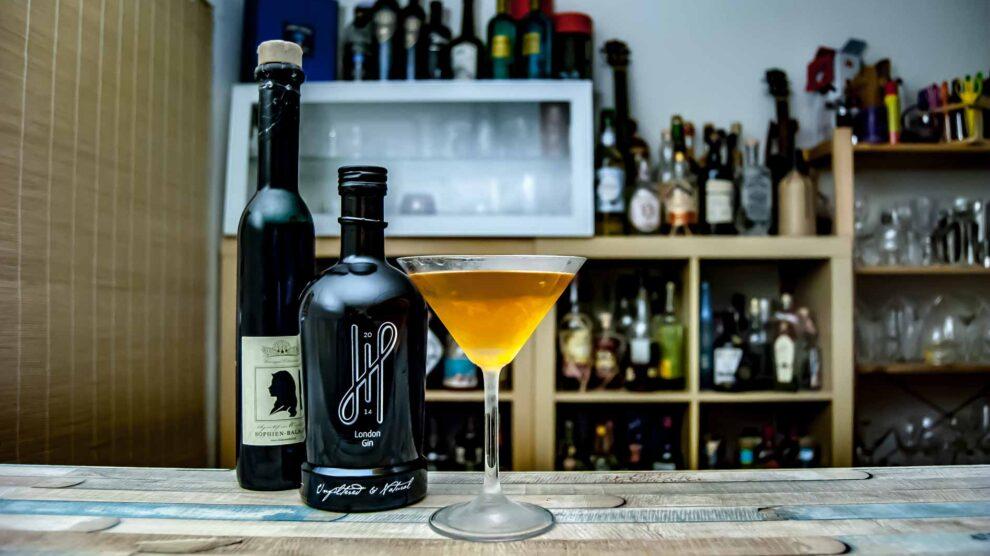 Hoos London Gin in einem Twist auf den Valencia Martini - mit Sherrylastigem Pflaumen-Essig statt Sherry.