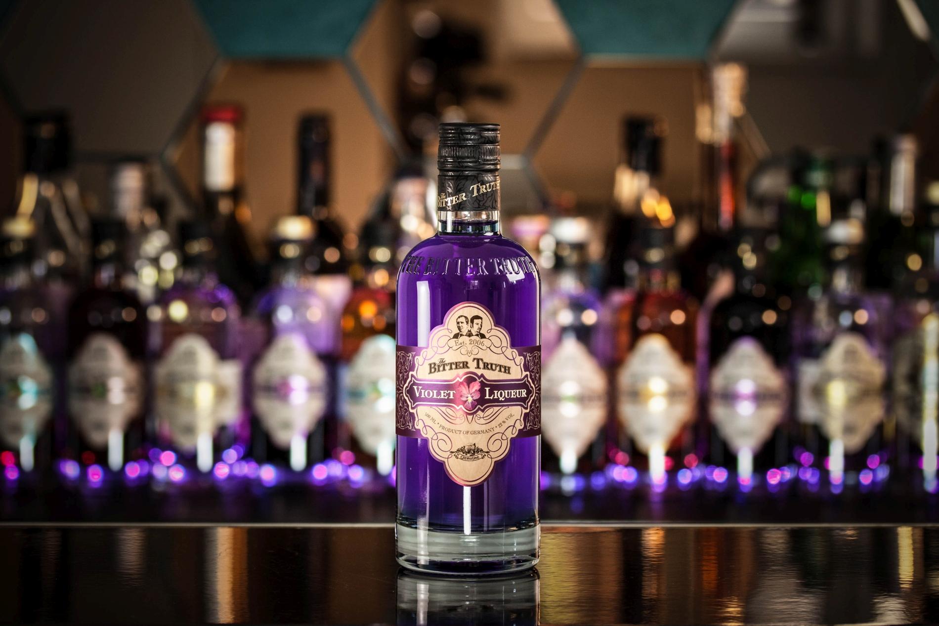 The Bitter Truth ist einer von vielen Herstellern, der die Creme de Violette Ende der 2000er wiederbelebt hat.