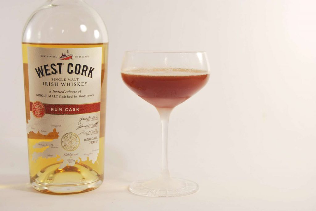 Der West Cork Single Malt Rum Cask Irish Whiskey im Blood and Sand.