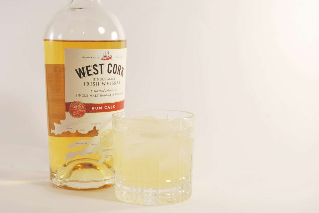 Der West Cork Single Malt Rum Cask Irish Whiskey im Whiskey Sour, ausnahmsweise ohne Ei.