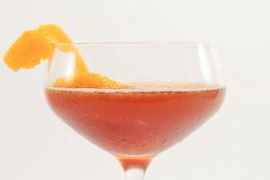 Der Blood and Sand wird erst durch das Abspritzen mit einer Orangenzeste perfekt.