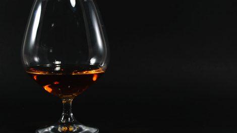 Ein Cognacschwenker aus der Kollektion von Nachtmann Vivendi, gefüllt mit - na was wohl - Cognac.