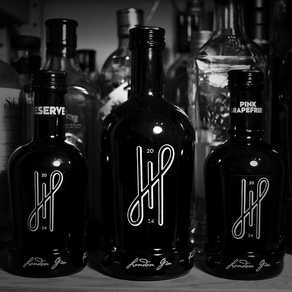 Hoos London Gin gibt's nicht nur in einer Standard-Variante, sondern auch als Reserve und Pink Grapefruit Gin.