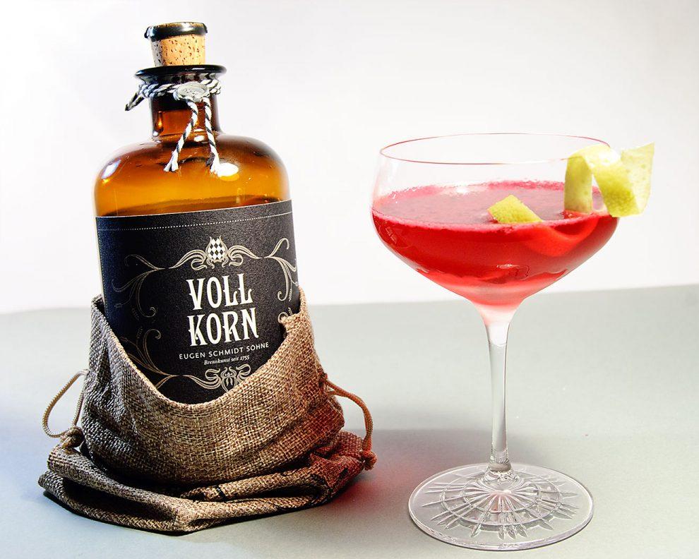Der Vollkorn in einem fantastischen Kornpolitan-Cocktail mit Rote-Beete-Saft!