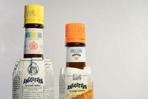 Angostura Bitters und Angostura Orange Bitters - das zu große Etikett ist das Markenzeichen des Unternehmens aus Trinidad.
