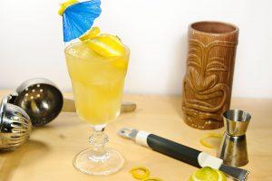 Außerhalb des Tiki-Mugs ist der Fog Cutter gelblich - zumindest, solange noch kein Cream Sherry drin ist.