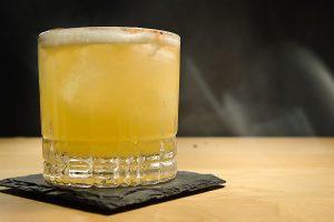 Die Farbe des Islay Storm ist uns in den ersten Versuchen noch zu wenig am Original -er sieht mehr aus wie ein Whisky Sour.