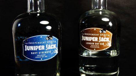 Das Unplugged im Namen des neuen Juniper Jack steht übrigens dafür, dass der Gin nicht gefiltert wurde. Genau wie das Original wird er deshalb trüb wenn man ihn kühlt.