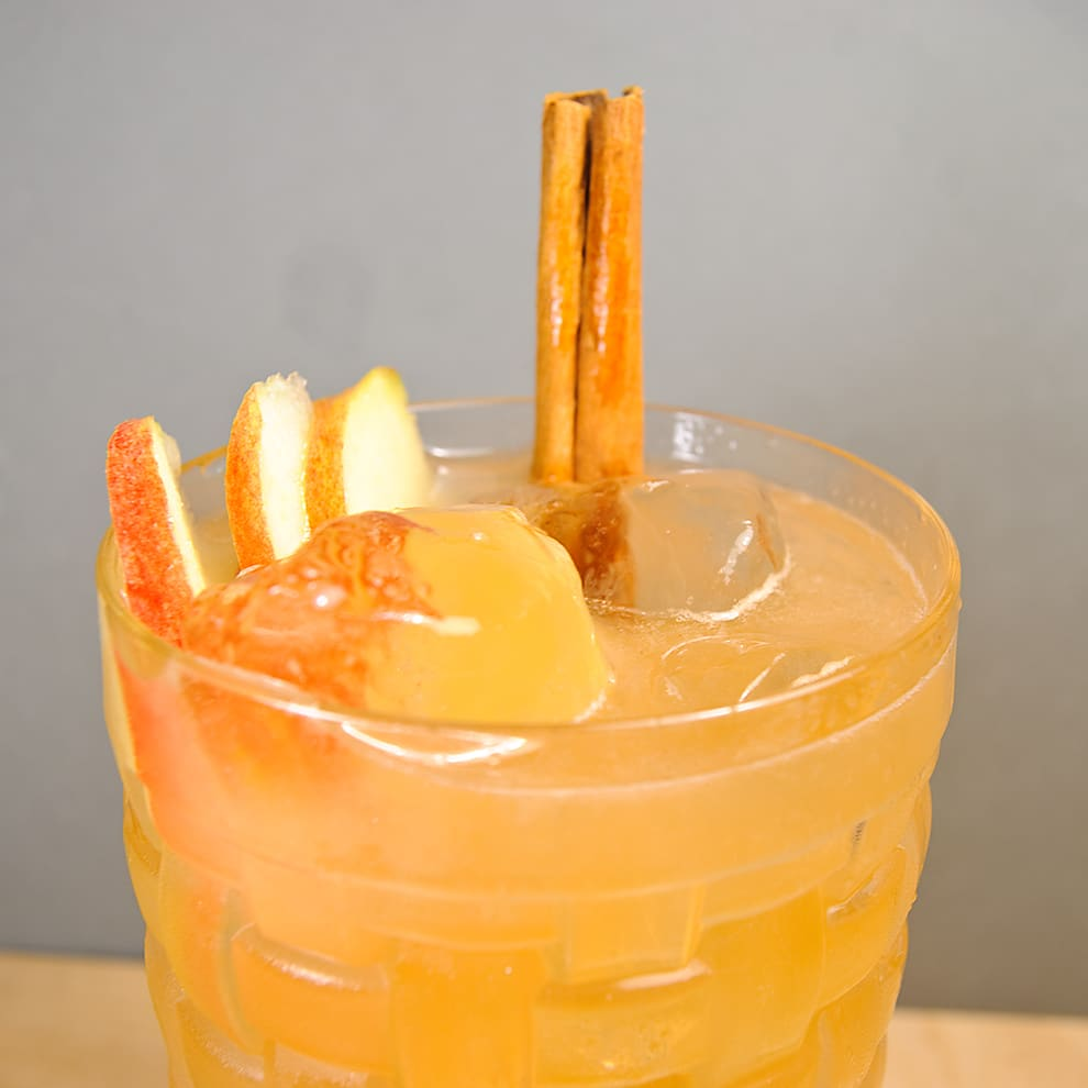 brazilian mule cocktail cachaca apfel zimt limette moscow twist 1 cocktails mit gin wodka. Black Bedroom Furniture Sets. Home Design Ideas