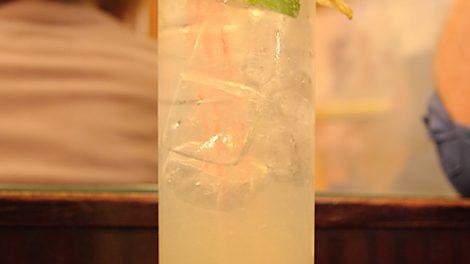 Ein Summertime Fizz in der Münchner Pusser's New York Bar.