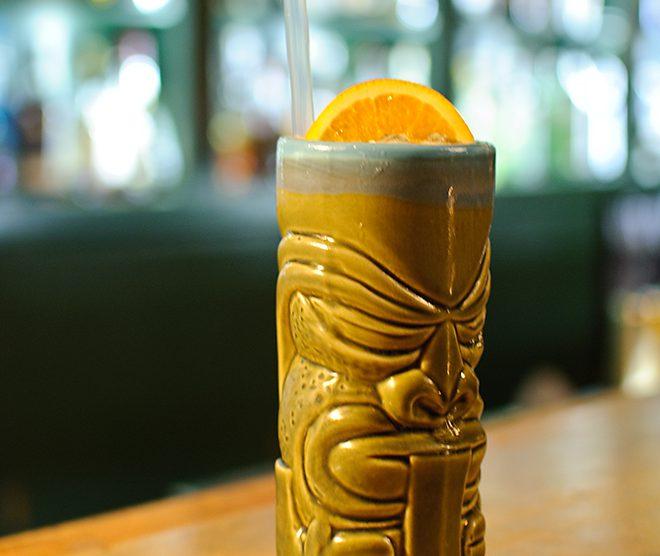 """Der Klaus of Pain au sder Goldenen Bar in München ist lecker - aber am Ende doch """"nur"""" ein guter Tiki-Cocktail."""