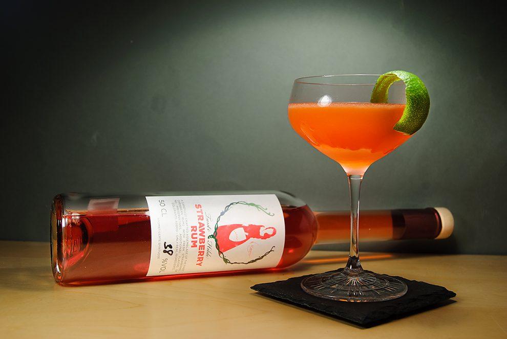 Tante Hilde Strawberry Rum in einem Daiquiri - der dank Erdbeer-Rum zum Strawberry Daiquiri wird.