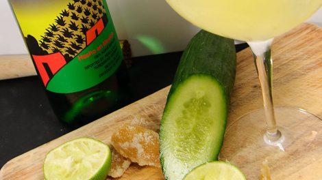 Im Mezcal Mule stecken Gurken, Ginger Beer, Kandierter Ingwer, Maracujapüree und natürlich Mezcal.