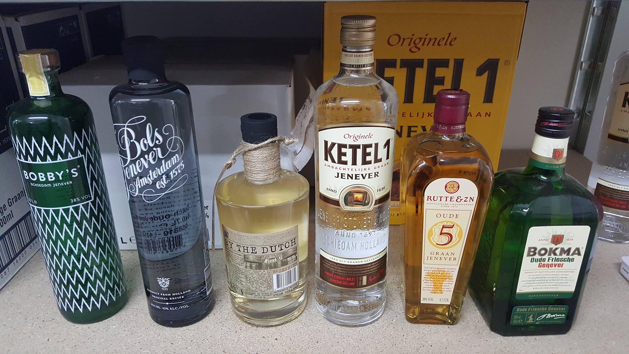 Eine kleine Auswahl aktueller Genever-Flaschen.