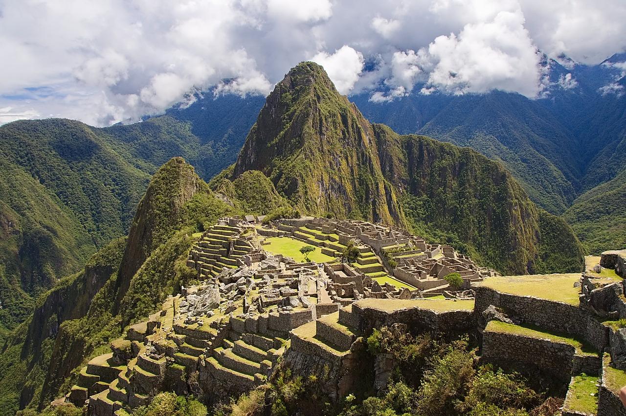 Der Machu Picchu ist das Wahrzeichen Perus., Vor allem ist er viel schöner als unsere Fotos von Pisco-Flaschen und - Cocktails.