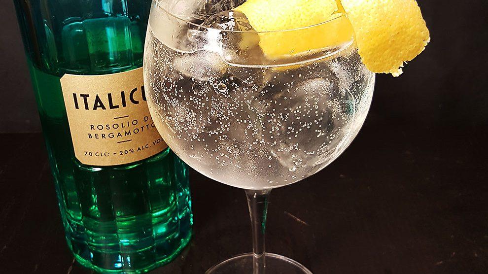 Italicus - Rosolio di Bergamotto in einem Gin Tonic mit Juniper Jack und Aqua Monaco Dry.