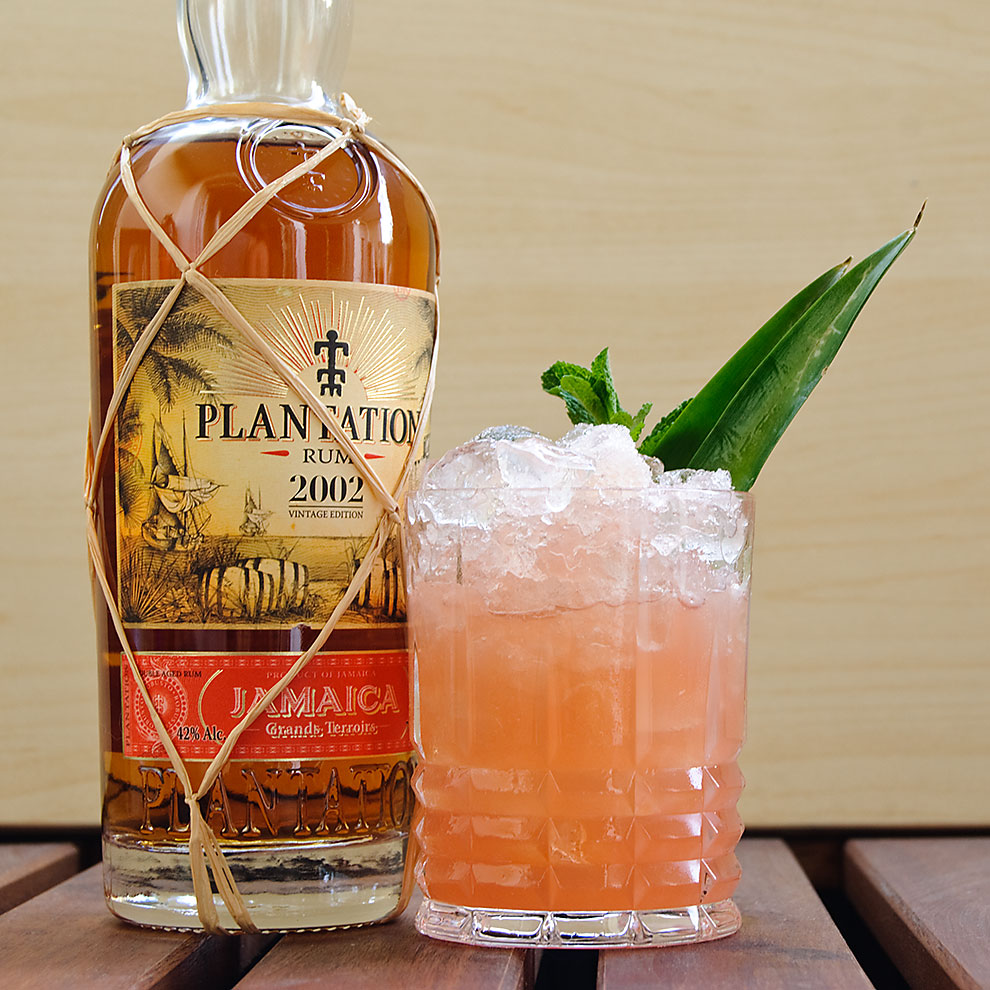 Plantantion Rum Jamaica 2002 Vintage Edition in einem Jungle Bird mit Campari.