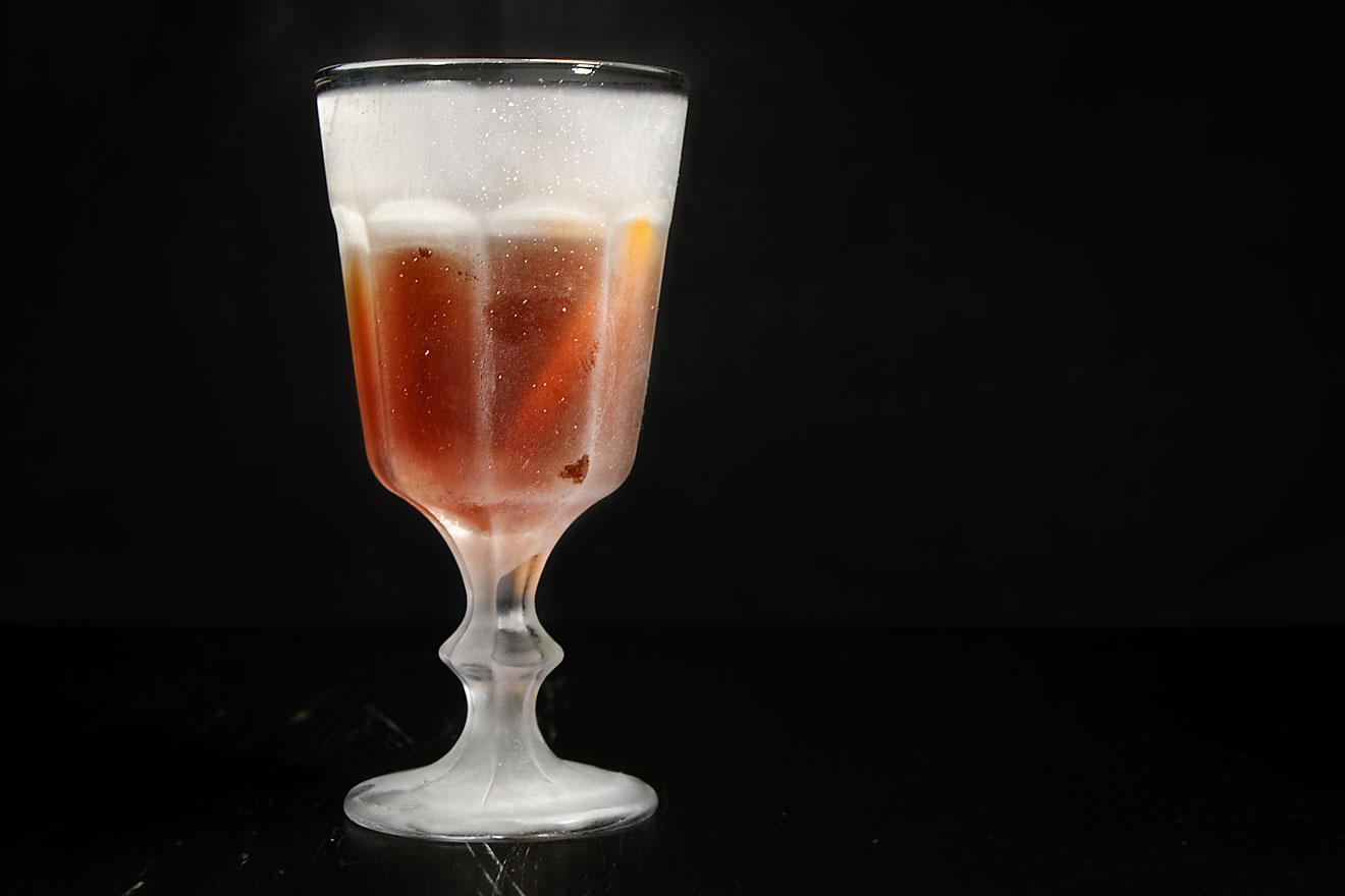 martinez cocktail gin wermut maraschino angostura bitters gefrorenes glas cocktails mit gin. Black Bedroom Furniture Sets. Home Design Ideas