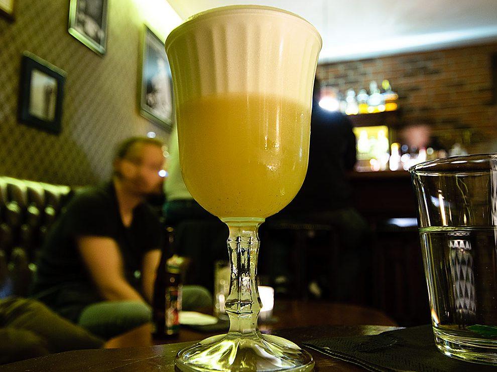 Ein Gunpowder Cocktail im Schluckspecht zu Bamberg.
