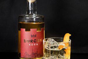 Burgen Korn im Old Fashioned. Ein milder aber schöner Cocktail.