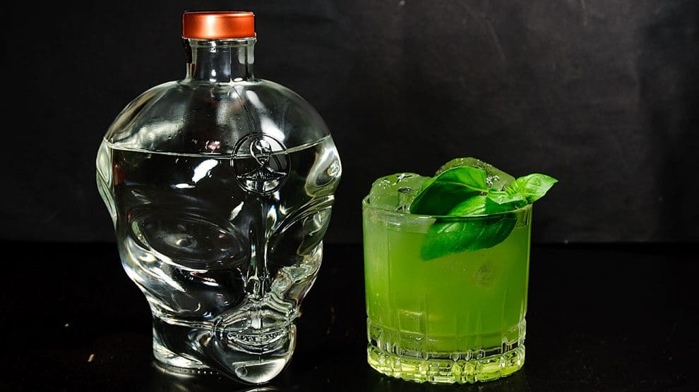 Allie Gin in einem leckeren Gin Basil Smash.