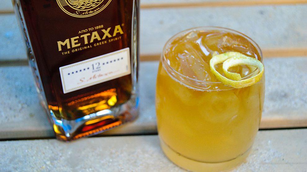 Metaxa 12 Stars in einem Golden Sun mit San Pellegrino Limonata und Absinth.