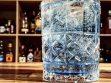 Je nachdem mit welcher Crème de Violette man den Violet Gin Fizz mixt, wird er mal blau, mal tieflila.
