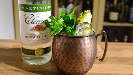 Clément Rhum Agricole Blanc in einer Mule-Variante mit Ananassirup - natürlich selbstgemacht.