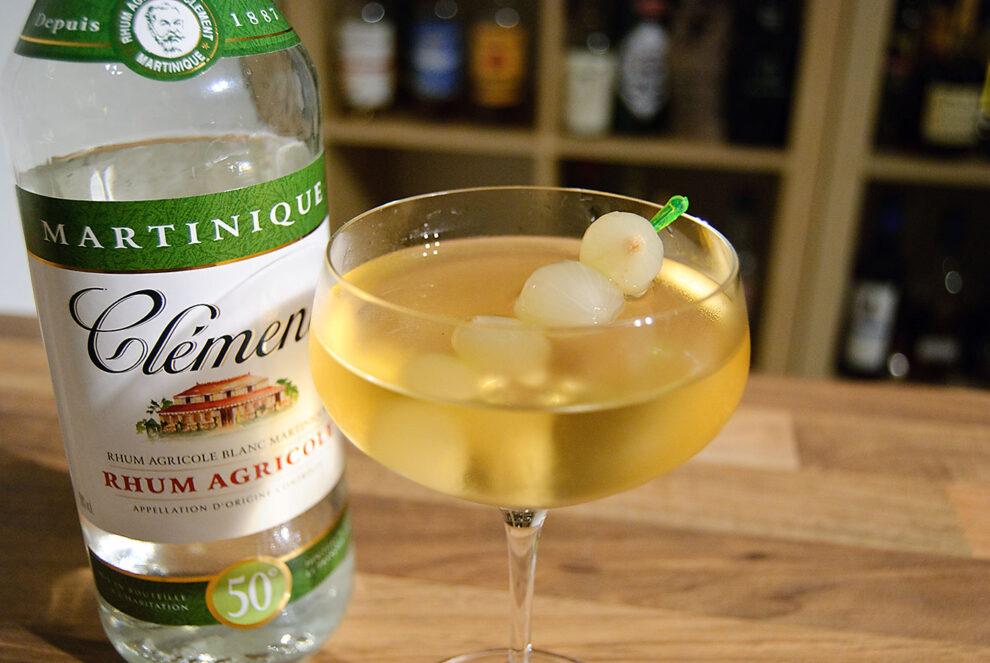 Clément Rhum Agricole 50% im Green Gibson Cocktail - einer Gibson-Martini-Variante mit Verjus und Rhum.