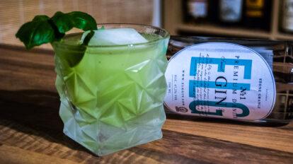 Elg Gin in einem Gin Basil Smash.