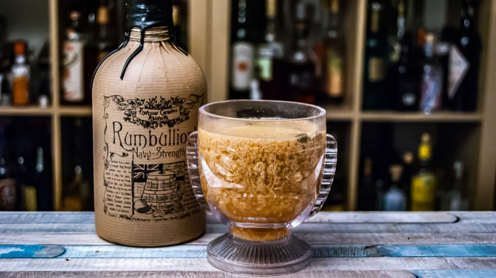 Professor Cornelius Ableforth's Rumbullion! Navy Strength in einem missglückten Hot Chai Tiki.