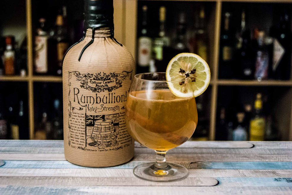 Der Professor Cornelius Ableforth's Rumbullion! Navy Strength in einem Hot Toddy. Heiß. Lecker. Liebe.