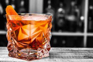 Der Negroni ist einer der bekanntesten Cocktails überhaupt und besteht aus Campari, rotem Wermut und Gin.